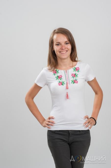 Вышитая футболка Розочки нежность белая 1741