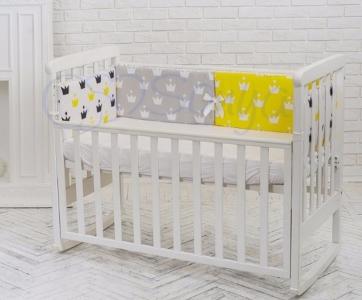Бортик в кроватку с простыней ТМ Маленькая Comfort желтые короны
