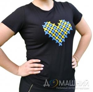 Вышитая футболка Сердце черная 1736